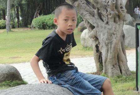 新疆乌鲁木齐市米东区9岁男孩王镓凯放学后走失