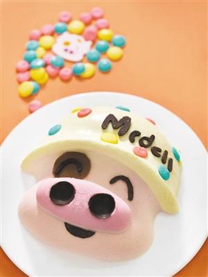 饼屋带来3d立体蛋糕,各款以动物为造型的面包及冻饼;pizza店带来半价