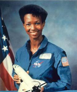 首位黑人女航天员:梅·杰米森