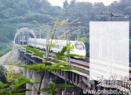 南昌共有6对动车开达宜昌东站