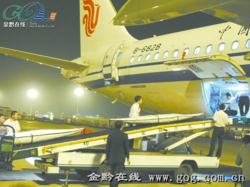 65米,重量为10余公斤,而在飞机货舱门尺寸的限制下,要想把长度4米多的