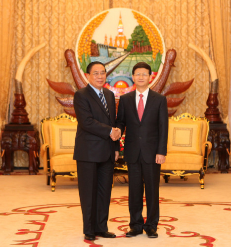 7月9日,国务委员孟建柱在老挝首都万象会见老挝人民革命党总书记、国家主席朱马利。(图片来源:中国公安部网站)