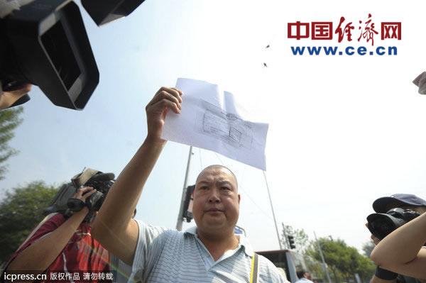 北京/2012年7月16日,北京。当日上午,廖丹到东城法院退赔赃款后...