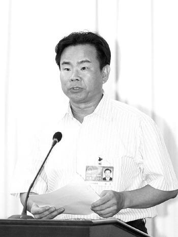 ◆肖杰:  1960年生,广东雷州人,法学硕士,曾任海南省琼海市委书记,海南省科技厅厅长,农业厅厅长、党组书记等职。