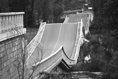 北京一超重卡车压垮大桥 司机车主被判赔1556万 - 高山松 - gaoshansong.good 的博客