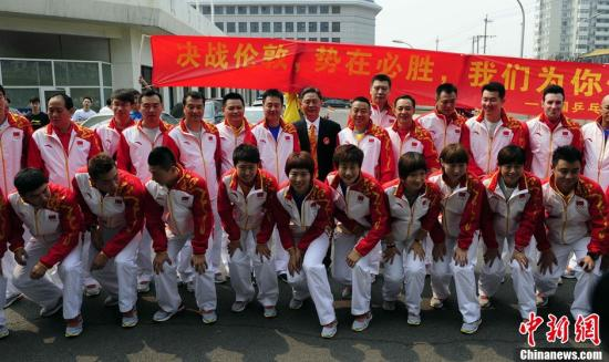 7月17日,中国乒乓球队出征伦敦奥运会。图片来源:Osports全体育图片社