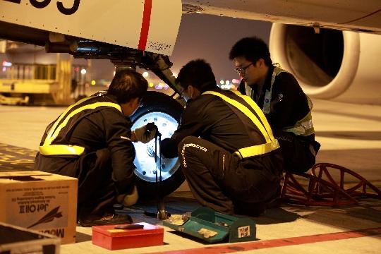 将原来停场在白天做的a检工作都安排到了晚上飞机航后执行.