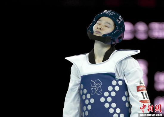 当地时间8月8日,2012年伦敦奥运会:女子跆拳道49公斤级预赛,吴静钰10:2击败对手轻松晋级。图片来源:Osports全体育图片社