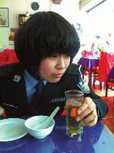 陕西女生学院西安舍3婚礼上当警官后返同宿时网参加女孩图片