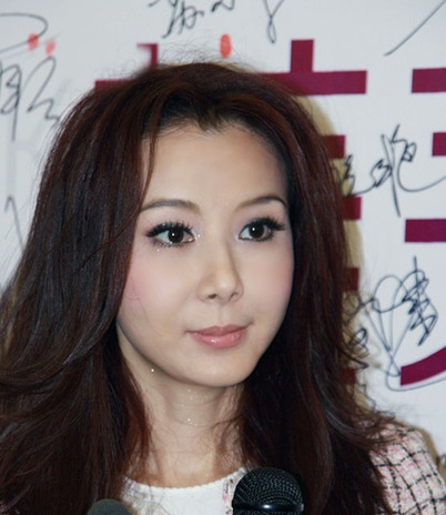 47岁刘嘉玲开派对壮男脱衣助兴 揭女星不老传说