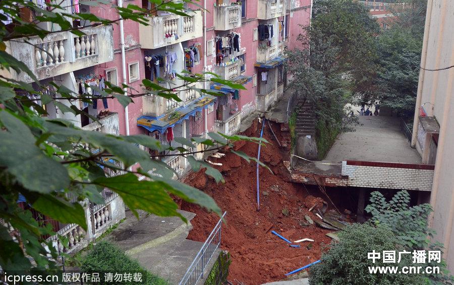四川一大学女生公寓垮塌 上千学生紧急转移