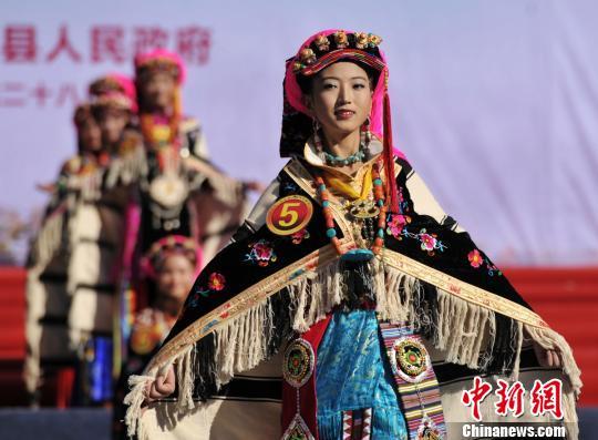 四川丹巴嘉绒藏族风情节闭幕 嘉绒之花尘埃落