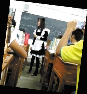 美女老师兑现承诺穿女仆装上课