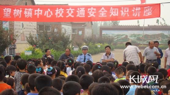 盐山交警版本给4000家长生和初中上交通安全课大队名学颖上图片