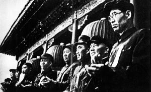 1953年,高岗(右一)等党和国家领导人在五一节庆典上(资料图片)
