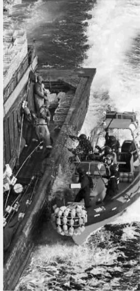 韩国海警围堵中国渔船(资料图片)。