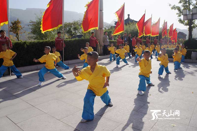 第九届中国郑州国际少林武术节迎宾仪式在登封