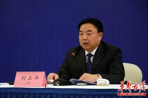 湖南省人社厅党组副书记、副厅长刘正华发布新闻。