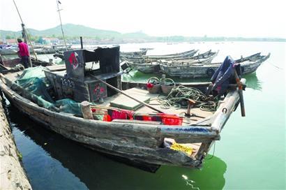 打不上鱼渔船转行 违法载客垂钓月入万元(图)