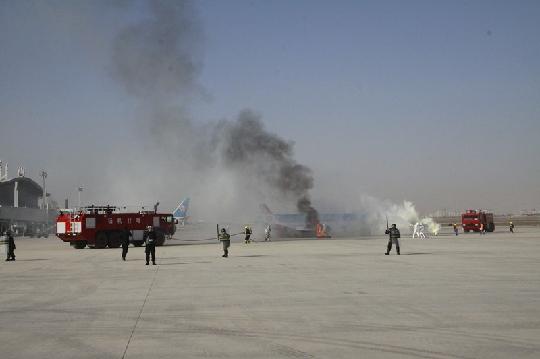 喀什机场 举行 10 31 应急救援综合演练