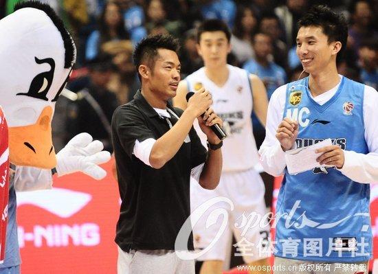 ca揭幕战北京vs上海林丹参与中场互动活动人民网11月24日电2012年