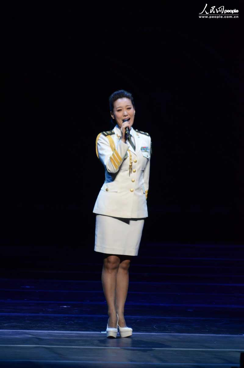 总政歌舞团演员谭晶在演出中演唱了韩国歌曲《阿里郎》.-高清 中国