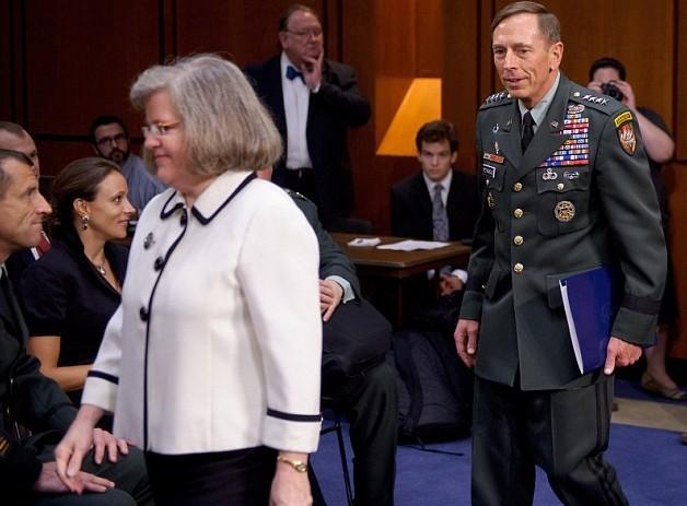 CIA前妻子与情妇诈尸的图片搞笑照片不一在同张表情局长出现图片