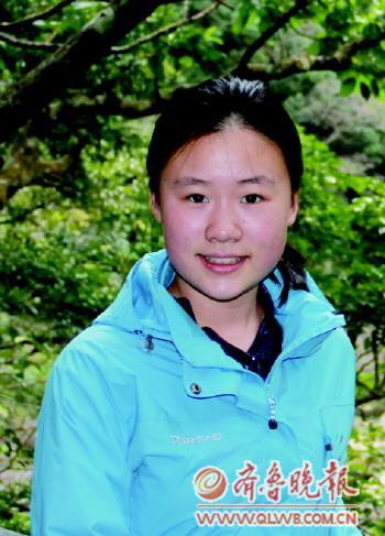 我叫张钰婕,在课余生活中,我喜欢看书 打球,偶尔到琴上弹弄