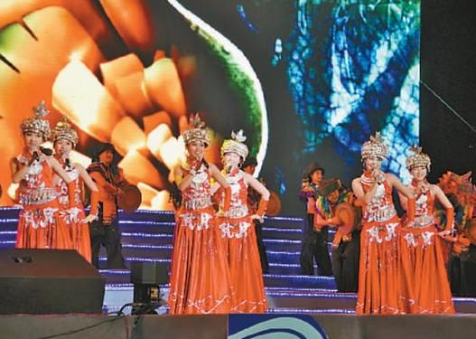 视频       巫山红叶节开幕式现场   华龙网讯 昨晚,第六届巫山国际图片