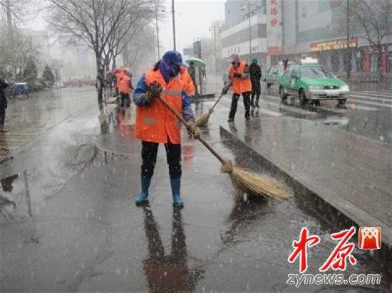 中原网发起为环卫工送雨衣活动 招募爱心志愿