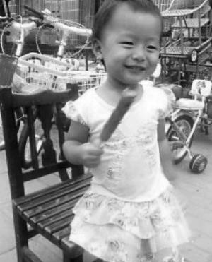 可爱的小悦悦生前照片.(资料图片)
