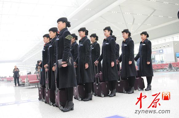 组图:实拍京广高铁美女乘务员