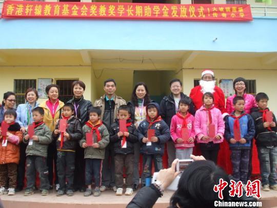 基金会考察团到广西平南县捐建学校图片