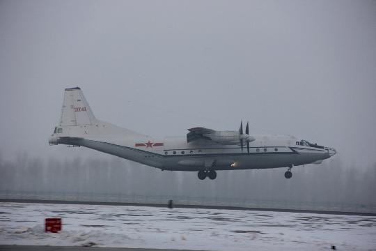 图1:运八飞机离开克拉玛依机场