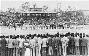 1985年,国家足球队教练曾雪麟曾带队来梅县东教场比赛。