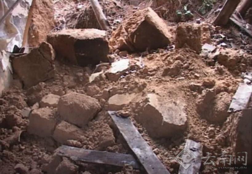 地震现场受损房屋 图片来源于@微博昭通