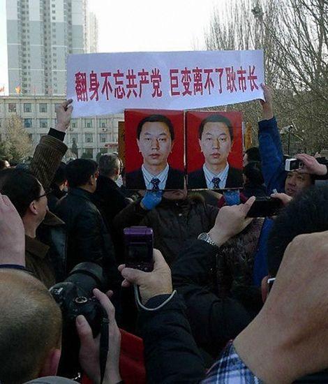 大同市民春节期间请愿挽留调任太原代市长的耿彦波。