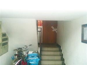 嫌疑人租住的房子已被贴上封条。