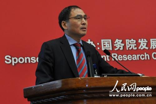 新加坡国立大学东亚研究所所长郑永年发表演讲