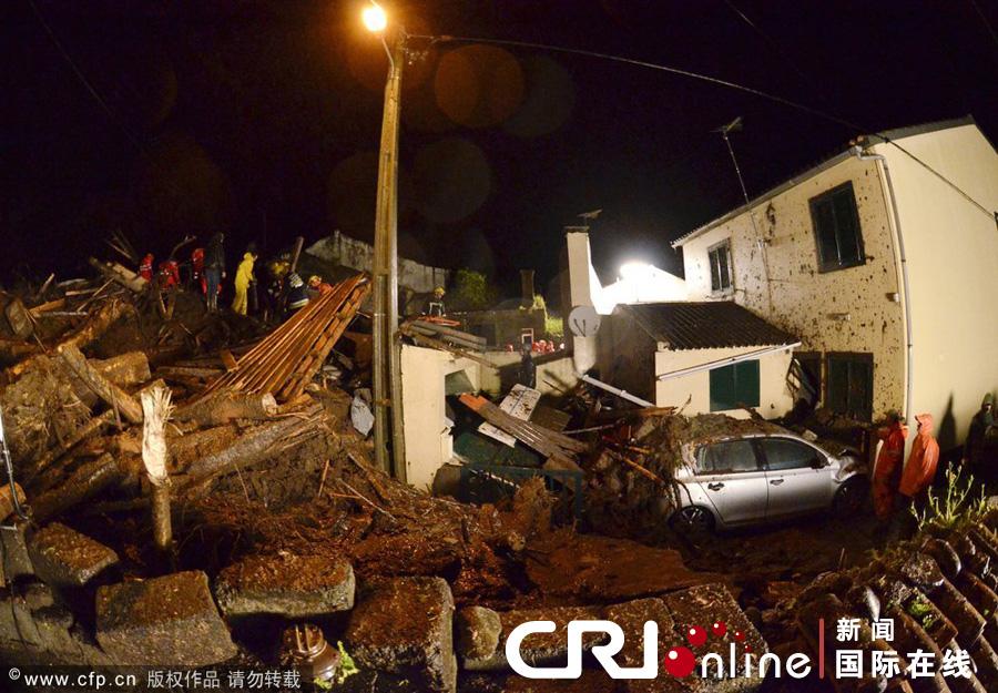 葡萄牙特塞拉岛遭暴雨袭击 引发山体滑坡