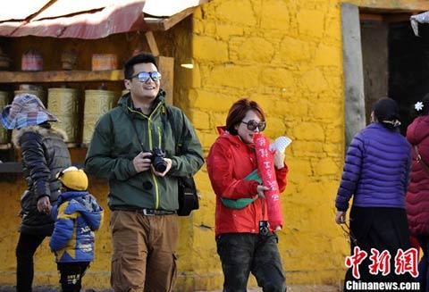 日光城最高气温创新高 拉萨旅游逐渐升温