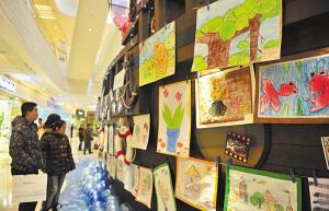 自闭症儿童举办画展:星儿那抹蓝 有你不孤单图片