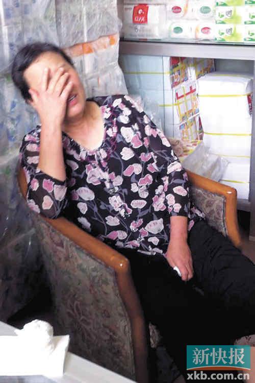 ■说到伤心处,林妈妈掩面而泣。新快报记者 郑光隆 林良田/摄