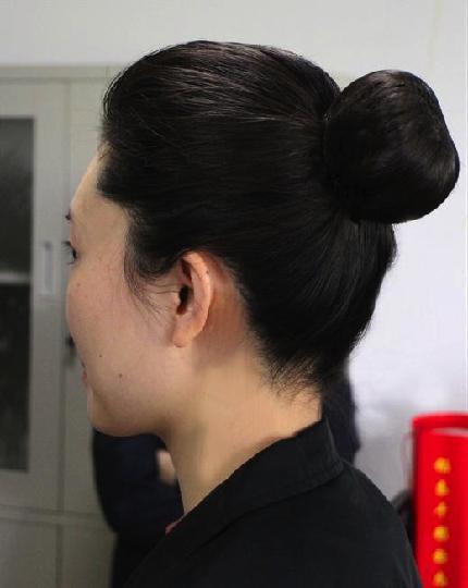国航上海玉兰乘务组组织新发型,新妆容培训