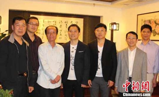 温州籍港商拟回乡投资亿元 打造一流服饰生活馆
