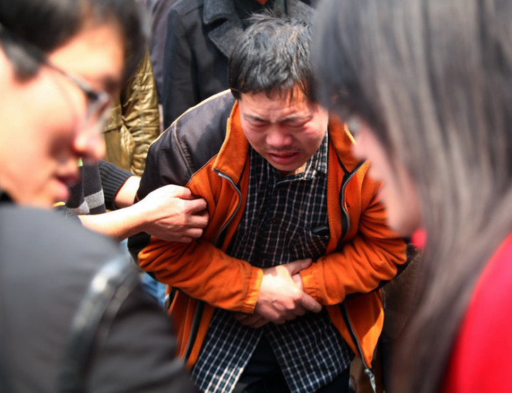 组图:郑州11岁女生遭公交车致死碾压呀说话带女孩图片