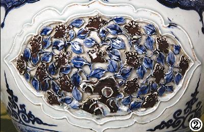 花卉 釉里红/青花瓷出现于唐代,釉里红则是元代的新品种。
