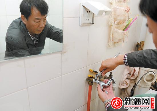 鲁木齐新立社区100个贫困家庭换上了节水型水龙头
