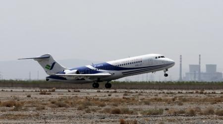 飞机于在13时06分在嘉峪关机场起飞,经过5小时30分钟的飞行,于18时36