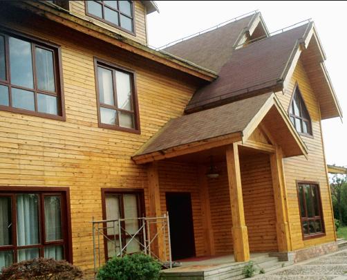 农业示范园内的这家木屋风格的高档餐厅紧邻董铺水库,环境优美.